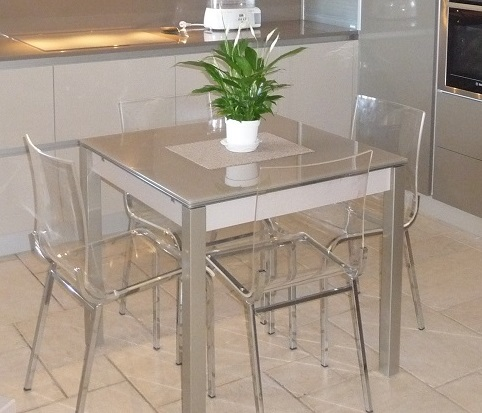 Magasin cuisines tables et chaises pierrelatte dr me 26 for Table ronde cuisine design